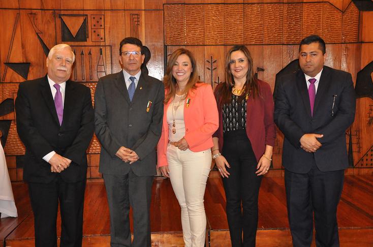 Lee más sobre el artículo Alcaldía de Manizales condecoró a profesionales con sello UAM